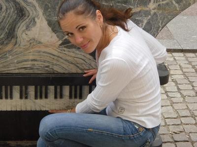 Elena,37-3